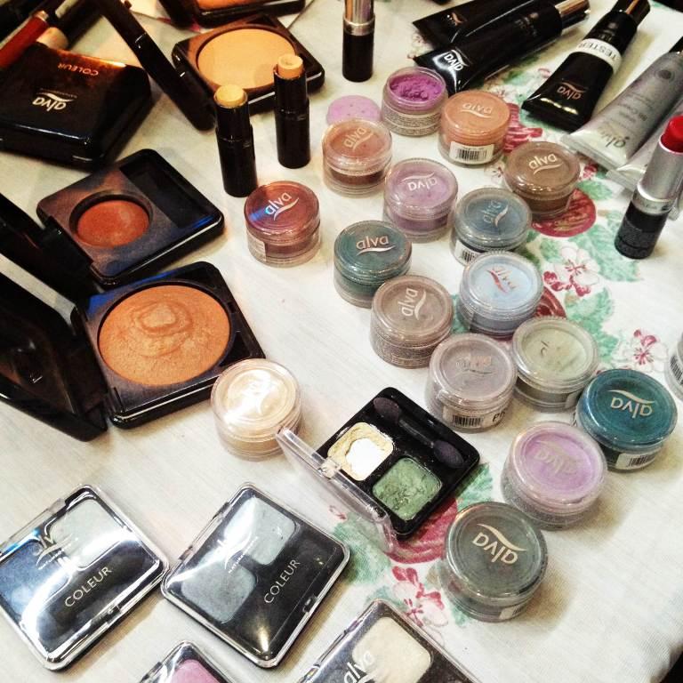 Maquiagens no stand da Alva, que oferece cosméticos e maquiagens naturais e orgânicas