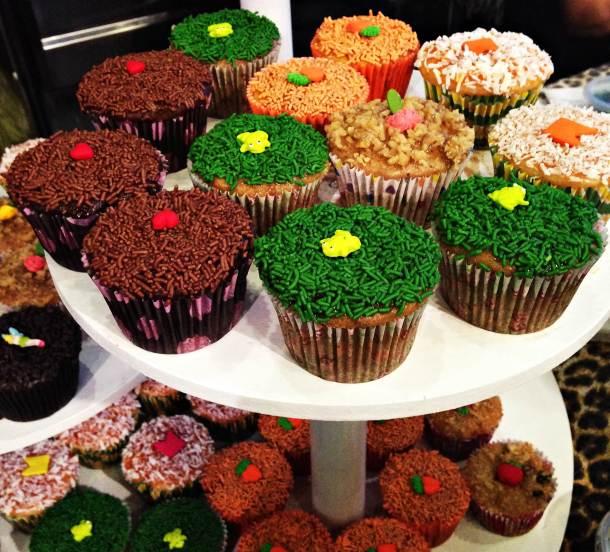 Muffins coloridos no stand da Rancho dos Gnomos